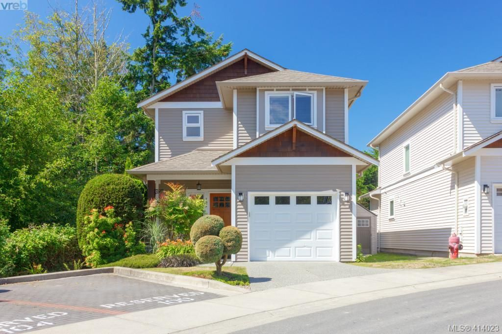 DETACHED TOWNHOME!! Best location in the development!