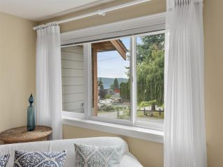 """Photo 15: 4 728 GIBSONS Way in Gibsons: Gibsons & Area Townhouse for sale in """"Islandview Lanes"""" (Sunshine Coast)  : MLS®# R2538180"""