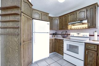 Photo 4: 152 Woodmark Crescent SW in Calgary: Woodbine Detached for sale : MLS®# A1054645