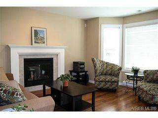 Photo 5: 560 Heatherdale Lane in VICTORIA: SW Royal Oak Row/Townhouse for sale (Saanich West)  : MLS®# 728837