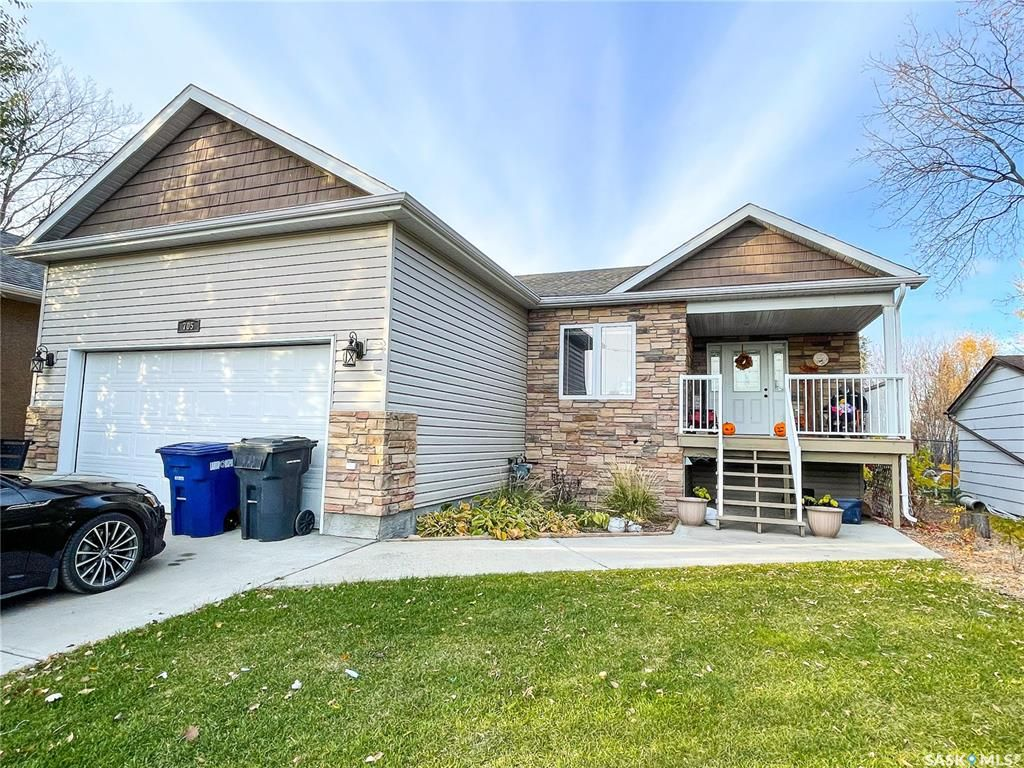 Main Photo: 705 2nd Avenue West in Meadow Lake: Residential for sale : MLS®# SK851053