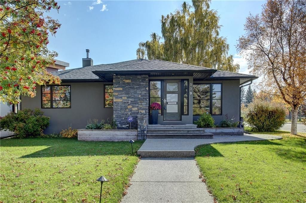 Main Photo: 539 48 Avenue SW in : Calgary House for sale : MLS®# C4083053