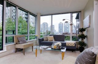 Photo 3: 413 1088 RICHARDS STREET in Vancouver West: Home for sale : MLS®# R2107403
