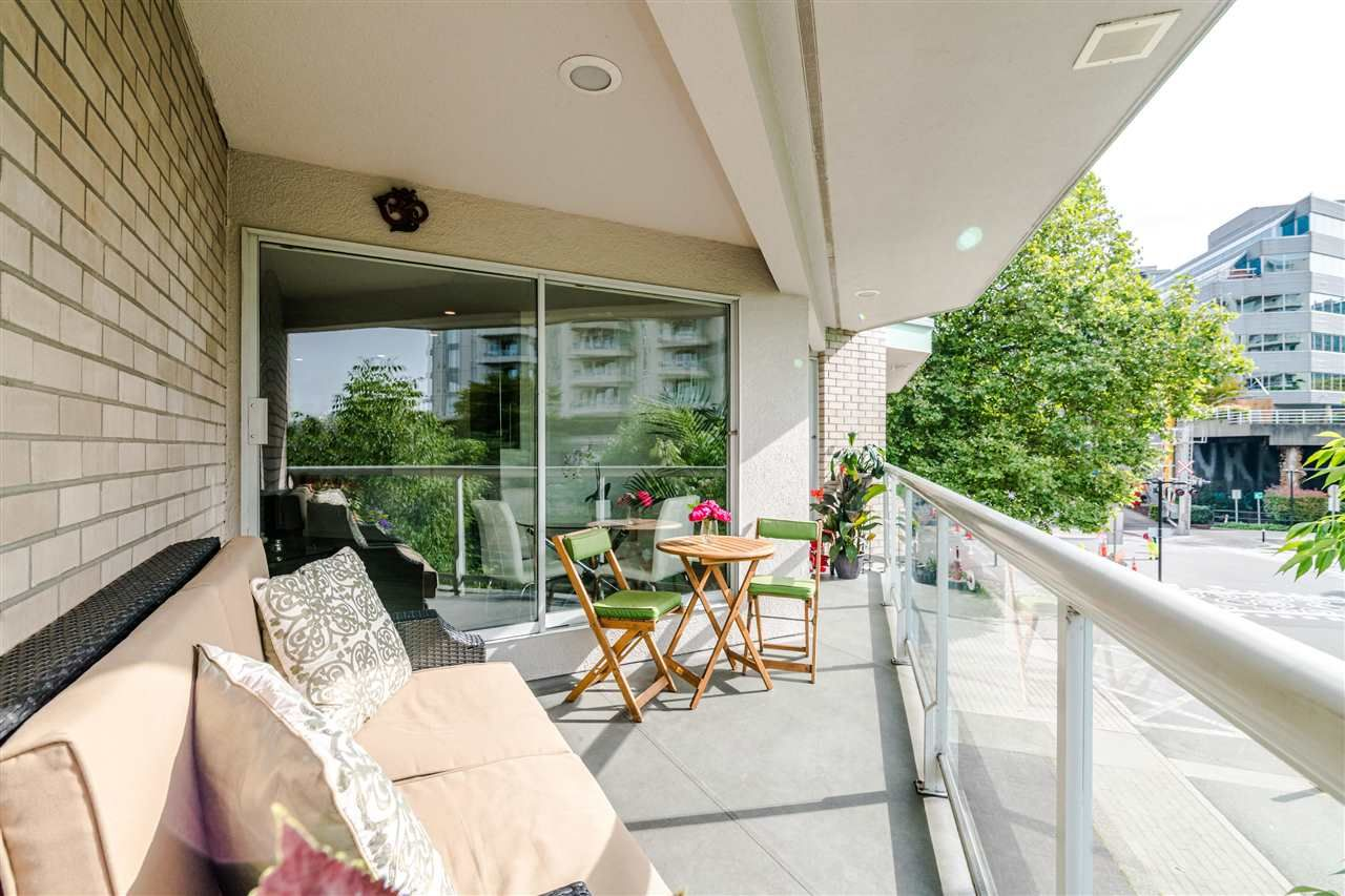 Photo 14: Photos: 3203 33 CHESTERFIELD Place in North Vancouver: Lower Lonsdale Condo for sale : MLS®# R2388716