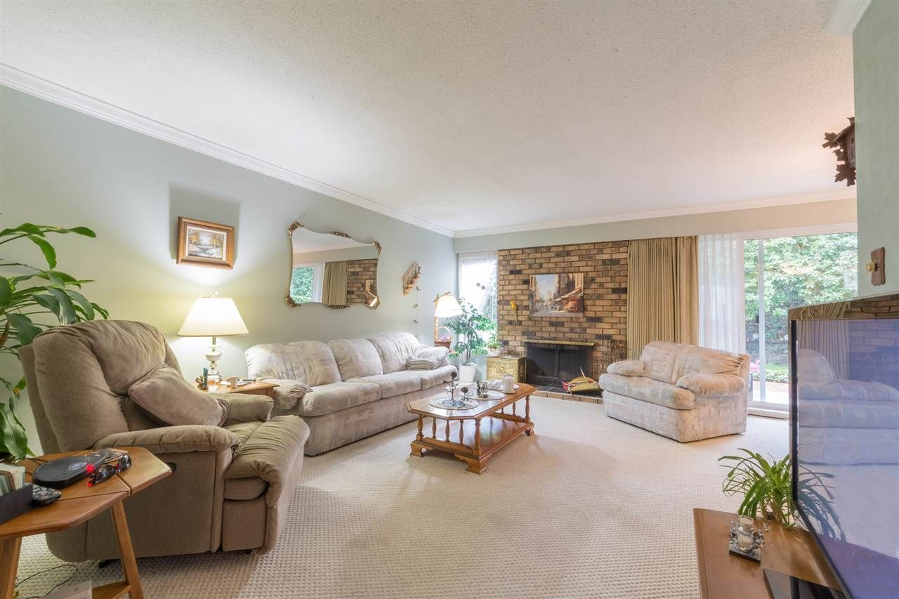 """Main Photo: 211 555 W 28TH Street in North Vancouver: Upper Lonsdale Townhouse for sale in """"CEDAR BROOKE VILLAGE"""" : MLS®# R2356564"""
