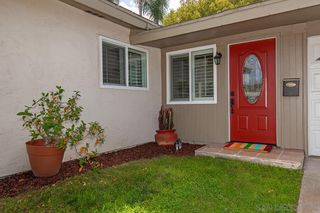 Photo 3: CLAIREMONT House for sale : 3 bedrooms : 4897 Chateau Dr in San Diego