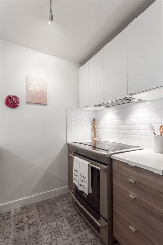 """Photo 4: 101 929 W 16TH Avenue in Vancouver: Fairview VW Condo for sale in """"Oakview Gardens"""" (Vancouver West)  : MLS®# R2146407"""