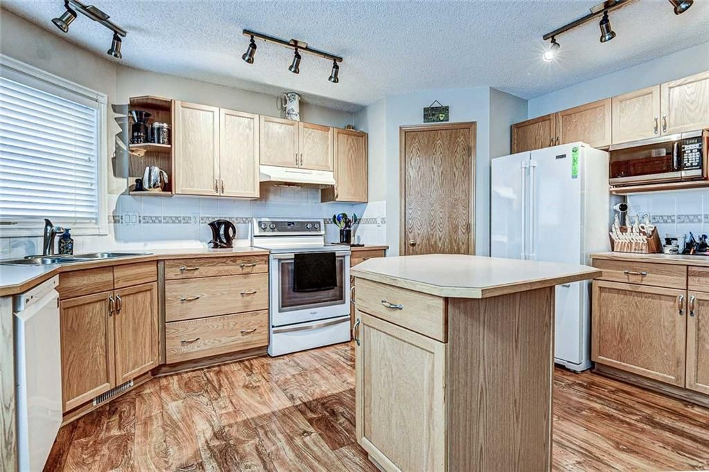 Photo 7: Photos: 25 THORNLEIGH Way SE: Airdrie Detached for sale : MLS®# C4282676