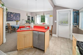 Photo 9: 3 2910 Hipwood Lane in : Vi Mayfair Row/Townhouse for sale (Victoria)  : MLS®# 882071