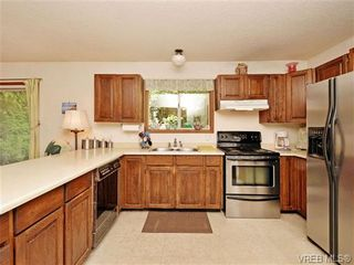 Photo 7: 3350 St. Troy Pl in VICTORIA: Co Triangle House for sale (Colwood)  : MLS®# 706087