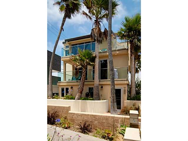 Main Photo: MISSION BEACH Condo for sale : 4 bedrooms : 720 Manhattan Court in San Diego