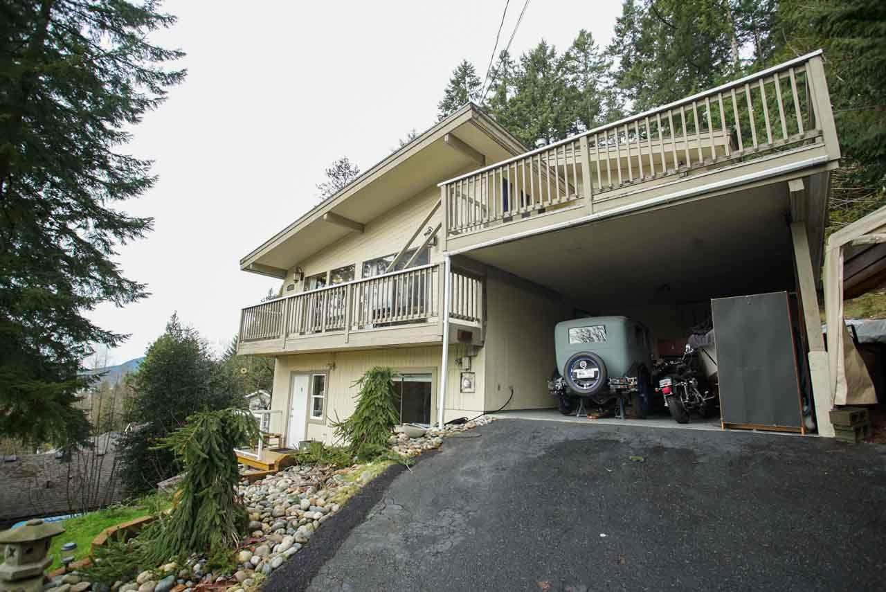 Main Photo: 26 DOWDING Road in Port Moody: North Shore Pt Moody House for sale : MLS®# R2031900