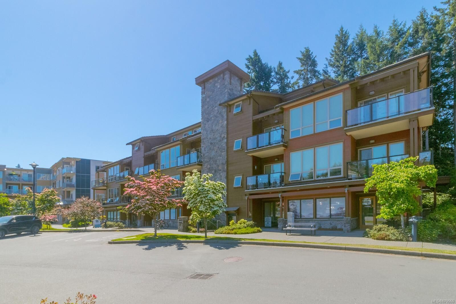 Main Photo: 306 627 Brookside Rd in : Co Latoria Condo for sale (Colwood)  : MLS®# 879060