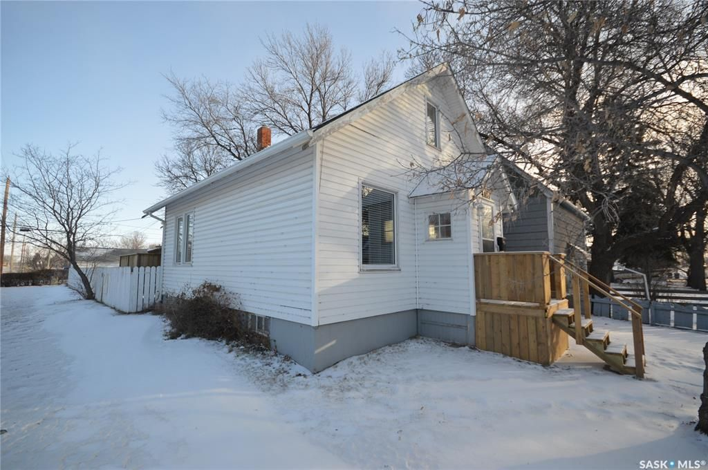 Main Photo: 897 4th Avenue Northeast in Moose Jaw: Hillcrest MJ Residential for sale : MLS®# SK840355
