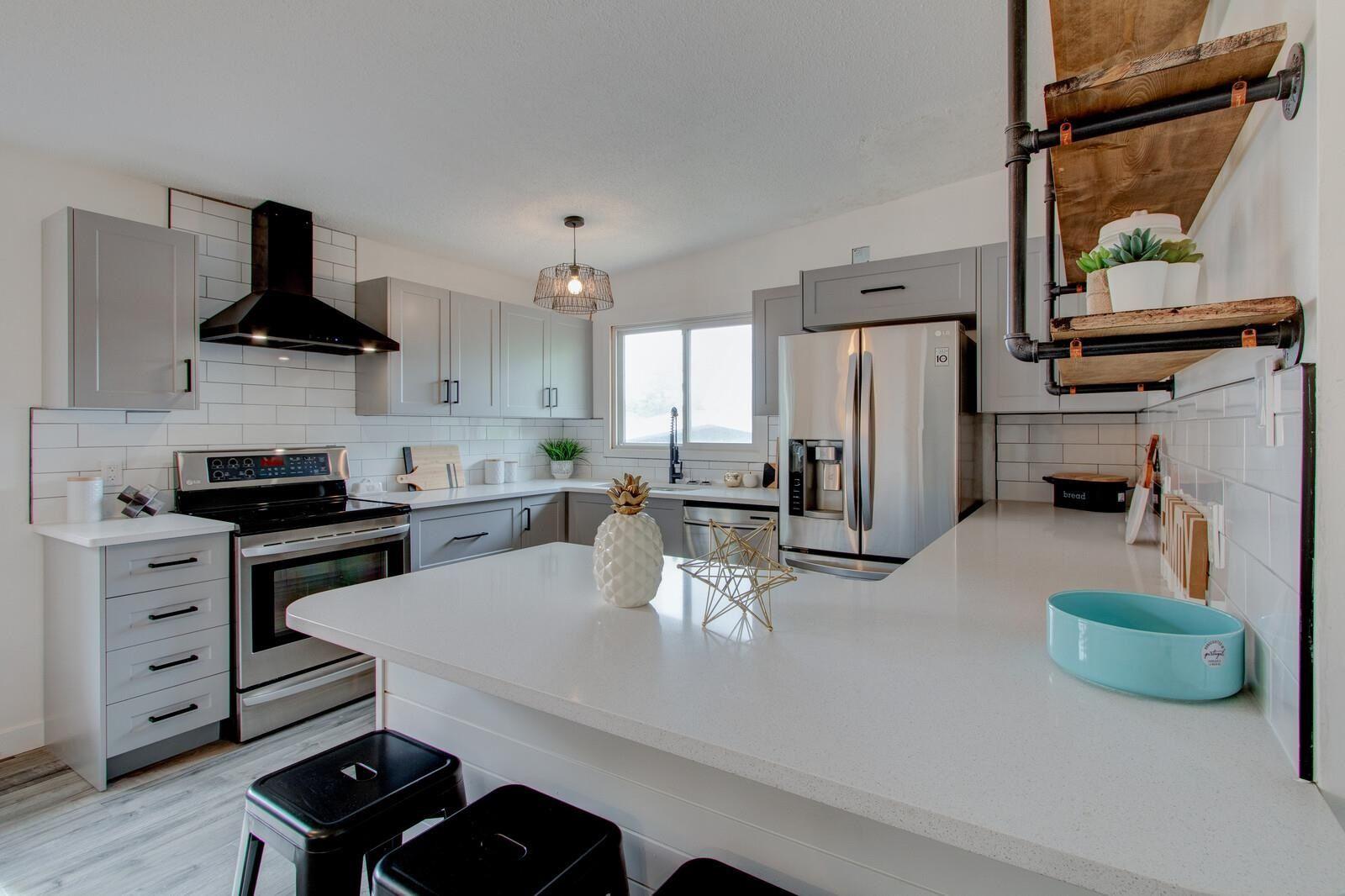 Main Photo: 5711 89 Avenue in Edmonton: Zone 18 House for sale : MLS®# E4247720
