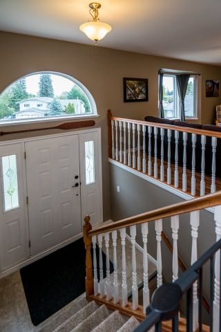 """Photo 7: 6127 BERGER Place in Prince George: Hart Highlands House for sale in """"Hart Highlands"""" (PG City North (Zone 73))  : MLS®# R2403560"""