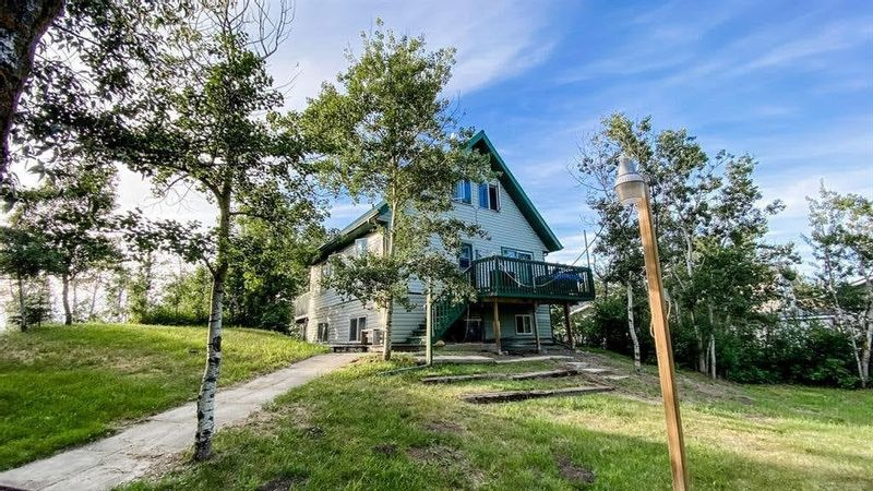 FEATURED LISTING: 16 Aimee Avenue White Sands