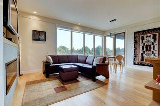 Photo 2: 305 1969 Oak Bay Ave in Victoria: Vi Fairfield East Condo for sale : MLS®# 885166