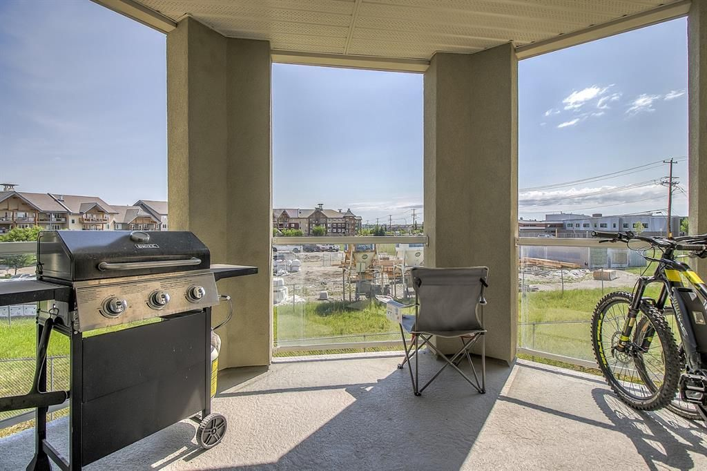 Main Photo: 2214 2518 Fish Creek Boulevard SW in Calgary: Evergreen Apartment for sale : MLS®# A1127898