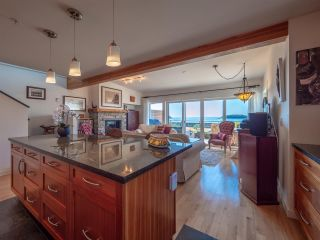 "Photo 4: 5392 WAKEFIELD BEACH LANE Lane in Sechelt: Sechelt District Townhouse for sale in ""WAKEFIELD BEACH"" (Sunshine Coast)  : MLS®# R2351351"