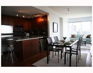 """Photo 5: 802 2055 YUKON Street in Vancouver: Mount Pleasant VW Condo for sale in """"MONTREUX"""" (Vancouver West)  : MLS®# V731923"""