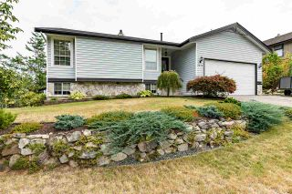 """Photo 1: 2372 MOUNTAIN Drive in Abbotsford: Abbotsford East House for sale in """"MOUNTAIN VILLAGE"""" : MLS®# R2405999"""