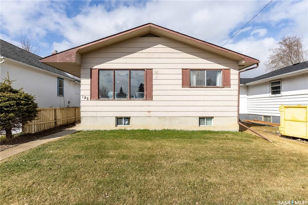Main Photo: 123 M Avenue South in Saskatoon: Pleasant Hill Residential for sale : MLS®# SK850830