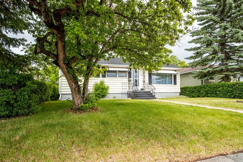 Main Photo: 4110 44 Street: Red Deer Detached for sale : MLS®# A1120544