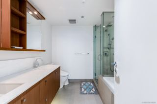 "Photo 21: 2405 1028 BARCLAY Street in Vancouver: West End VW Condo for sale in ""PATINA"" (Vancouver West)  : MLS®# R2555762"