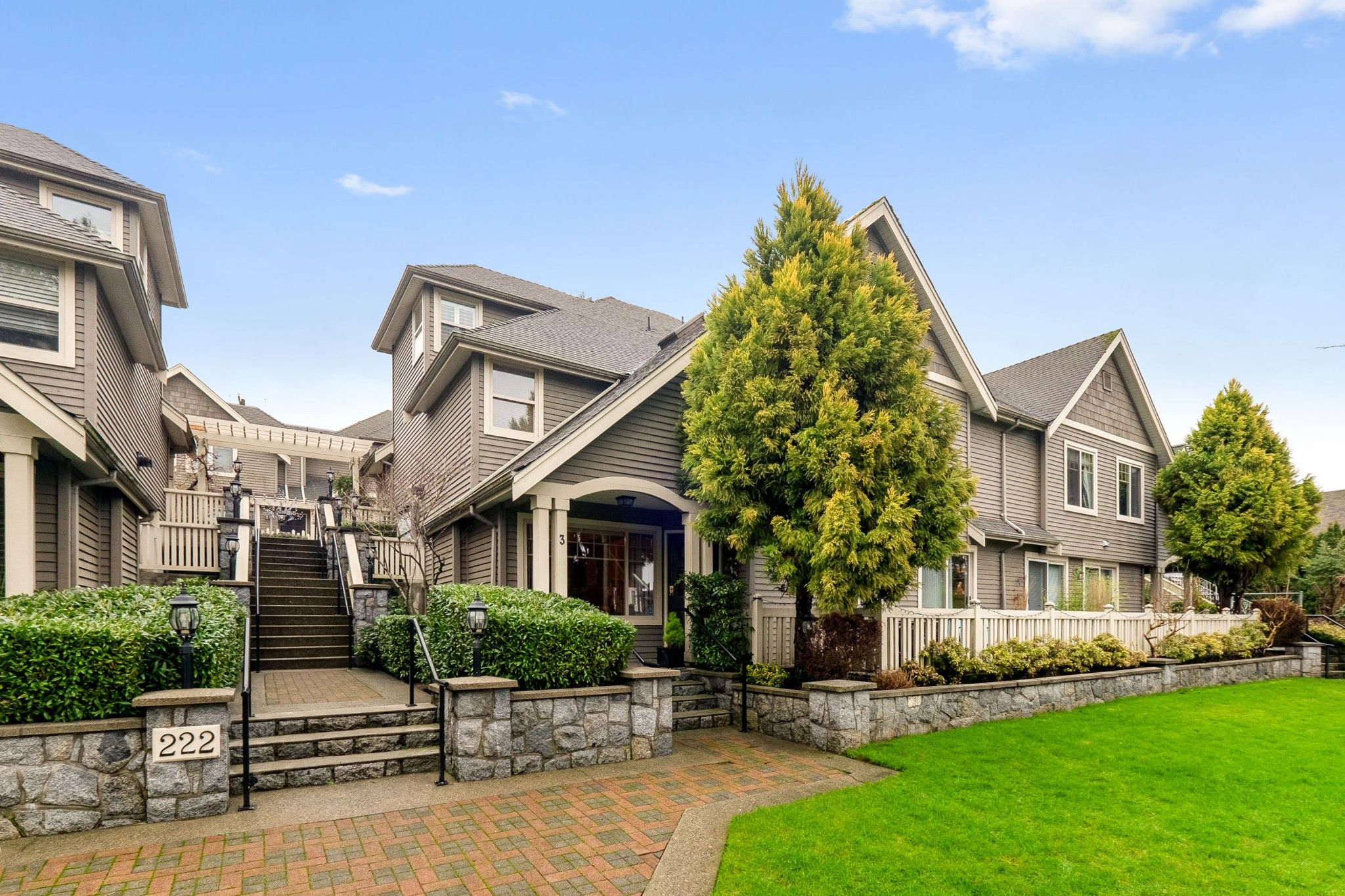 """Main Photo: 3 222 E 5TH Street in North Vancouver: Lower Lonsdale Townhouse for sale in """"BURHAM COURT"""" : MLS®# R2527548"""