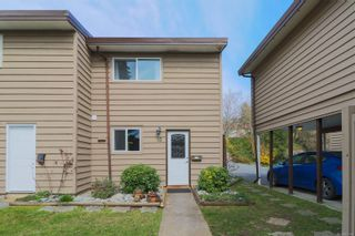 Photo 1: 15 25 Pryde Ave in : Na Central Nanaimo Row/Townhouse for sale (Nanaimo)  : MLS®# 871146