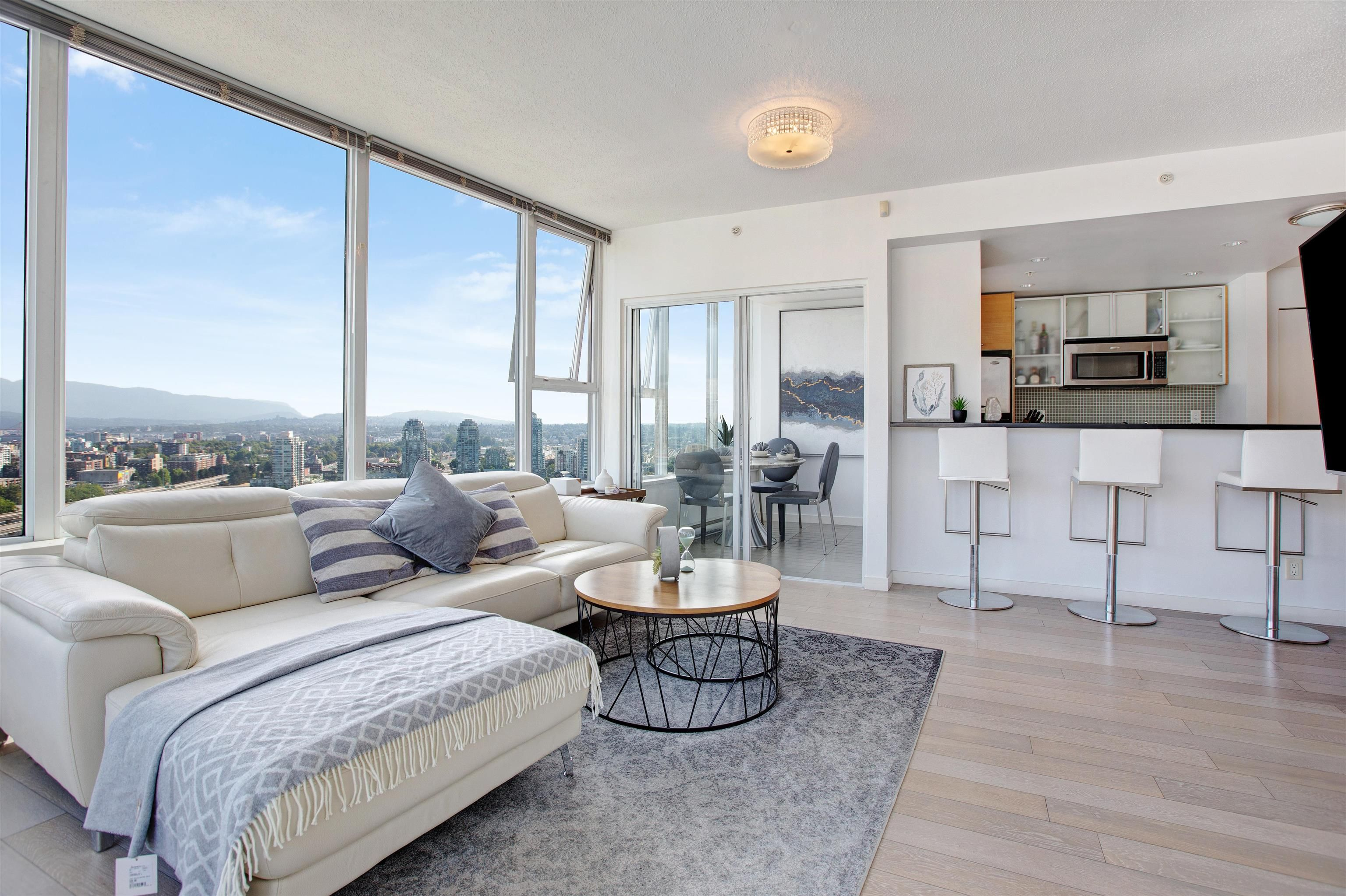"""Main Photo: 3307 33 SMITHE Street in Vancouver: Yaletown Condo for sale in """"COOPER'S LOOKOUT"""" (Vancouver West)  : MLS®# R2615498"""