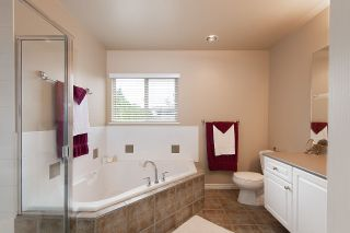 """Photo 11: 57 16655 64 Avenue in Surrey: Cloverdale BC Townhouse for sale in """"Ridgewood Estates"""" (Cloverdale)  : MLS®# R2394728"""
