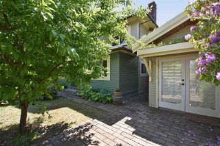 """Photo 4: 2236 E PENDER Street in Vancouver: Hastings House for sale in """"GRANDVIEW"""" (Vancouver East)  : MLS®# R2073977"""
