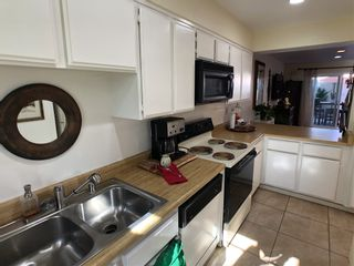 Photo 12: LAKE SAN MARCOS Townhouse for sale : 2 bedrooms : 1522 Grandon Ave in San Marcos