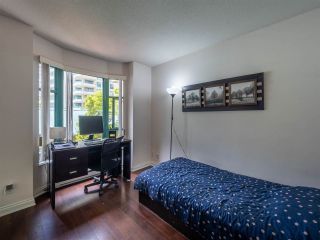 "Photo 17: 348 TAYLOR Way in West Vancouver: Park Royal Townhouse for sale in ""THE WESTROYAL"" : MLS®# R2373517"