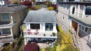 "Photo 4: 14771 OXENHAM Avenue: White Rock House for sale in ""White Rock hillside"" (South Surrey White Rock)  : MLS®# R2430448"