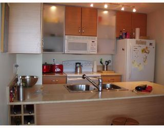 """Photo 3: 2010 977 MAINLAND Street in Vancouver: Downtown VW Condo for sale in """"YALETOWN PARK 3"""" (Vancouver West)  : MLS®# V729730"""