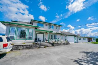 Photo 4: 19899 CONNECTING Road in Pitt Meadows: North Meadows PI House for sale : MLS®# R2595660