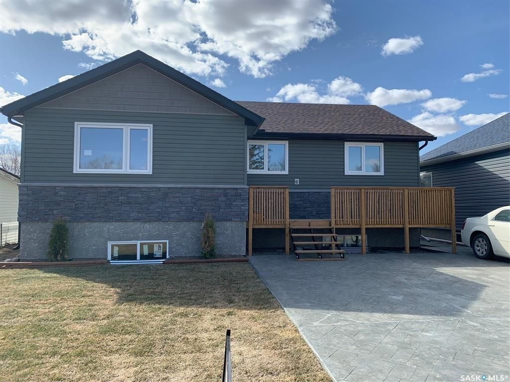 Main Photo: 884 Grey Avenue in Moose Jaw: Hillcrest MJ Residential for sale : MLS®# SK834466