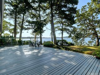 Photo 3: 825 Towner Park Rd in North Saanich: NS Deep Cove House for sale : MLS®# 821434