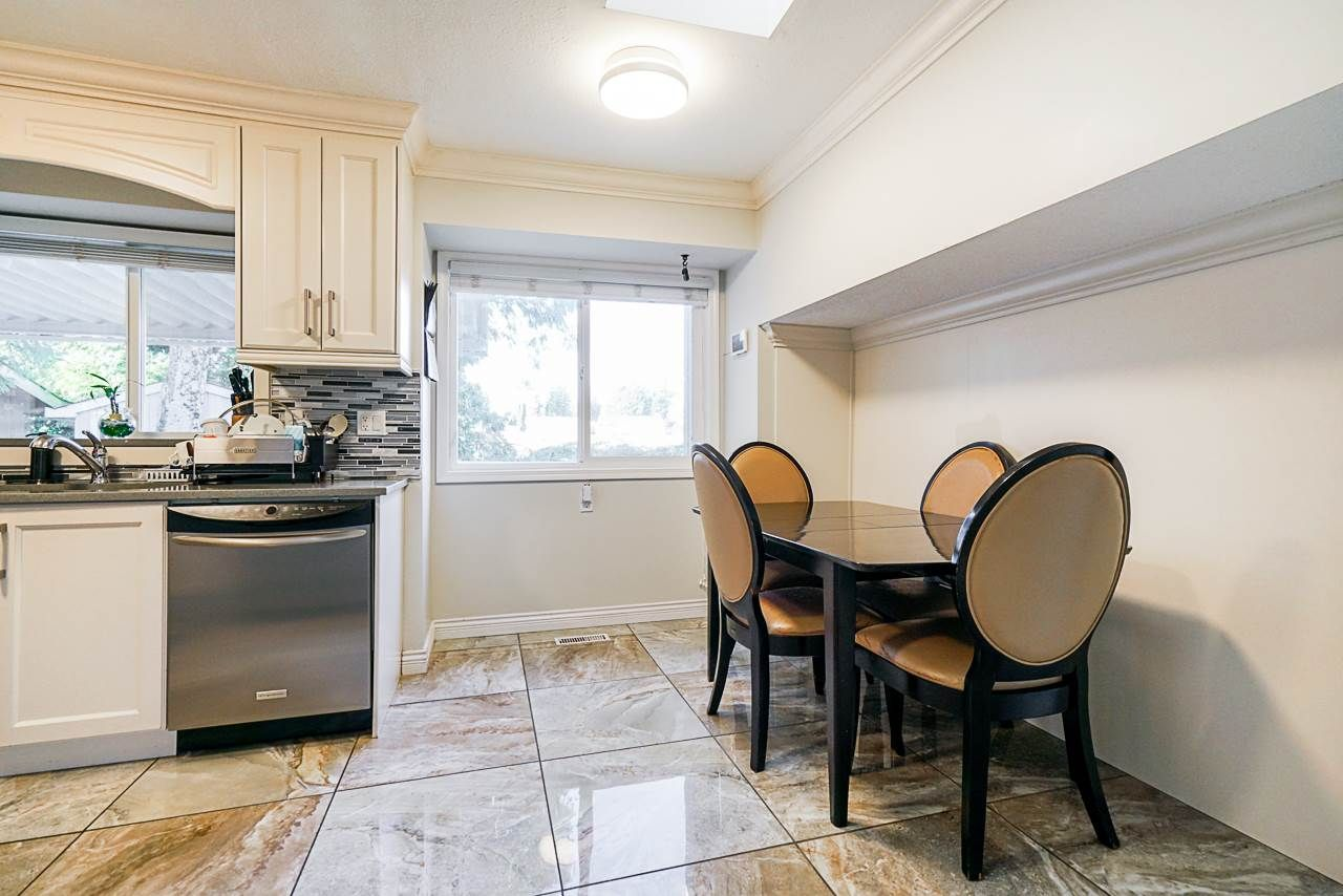 Photo 12: Photos: 12860 CARLUKE Crescent in Surrey: Queen Mary Park Surrey House for sale : MLS®# R2516199
