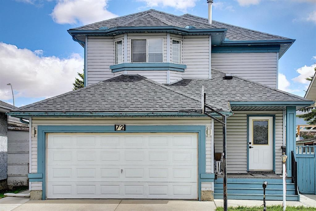 Main Photo: 72 CARMEL Close NE in Calgary: Monterey Park Detached for sale : MLS®# A1101653