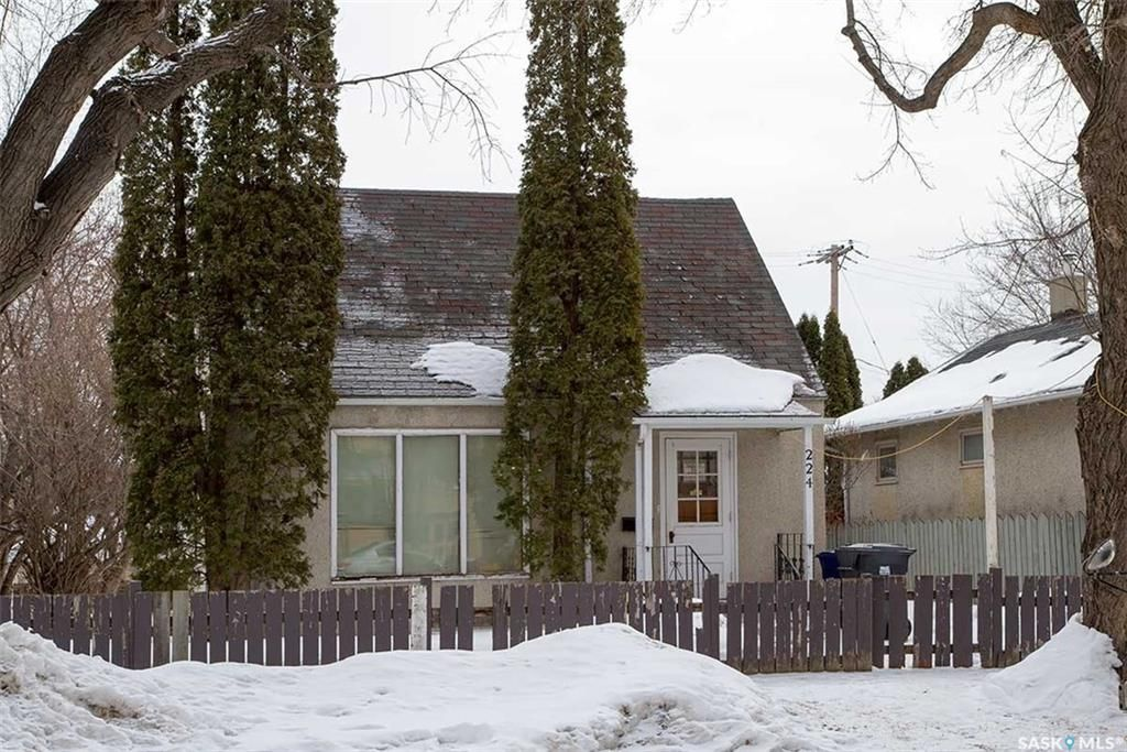 Main Photo: 224 N Avenue South in Saskatoon: Pleasant Hill Residential for sale : MLS®# SK723025