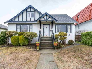 Photo 1: 2475 W 16TH Avenue in Vancouver: Kitsilano House for sale (Vancouver West)  : MLS®# R2143783