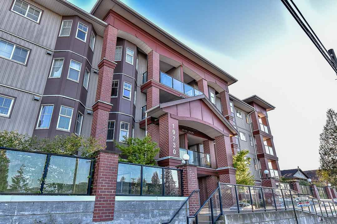 Photo 1: Photos: 403 19730 56 Avenue in Langley: Langley City Condo for sale : MLS®# R2052823