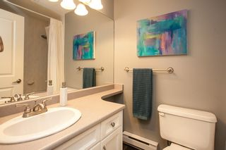 """Photo 7: 9 14921 THRIFT Avenue: White Rock Townhouse for sale in """"Nicole Place"""" (South Surrey White Rock)  : MLS®# R2036122"""