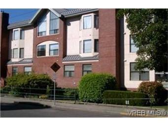 Main Photo: 302 1801 Fern St in VICTORIA: Vi Jubilee Condo for sale (Victoria)  : MLS®# 340403
