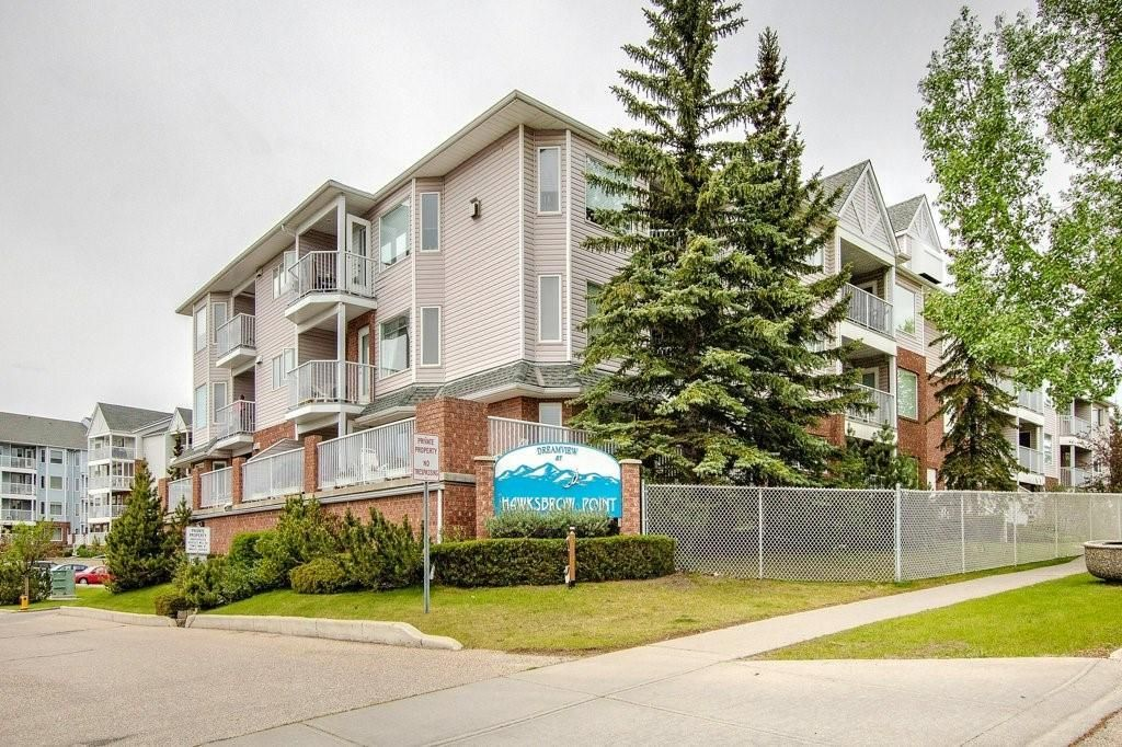 Main Photo: 1111 HAWKSBROW Point NW in Calgary: Hawkwood Apartment for sale : MLS®# C4248421
