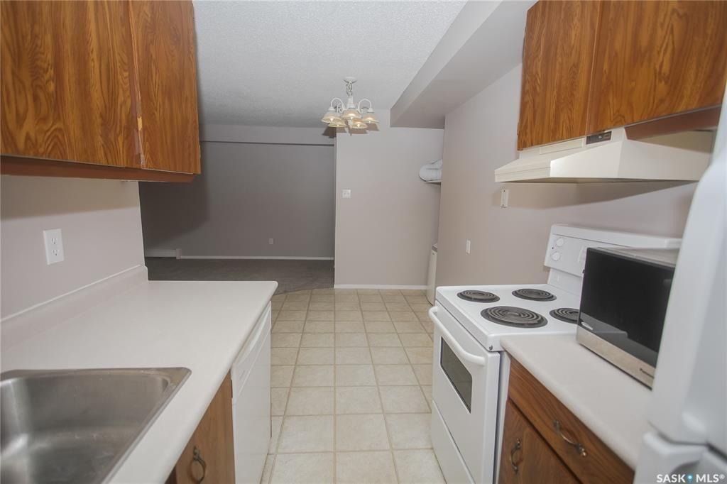 Photo 10: Photos: 101 411 Tait Court in Saskatoon: Wildwood Residential for sale : MLS®# SK834232